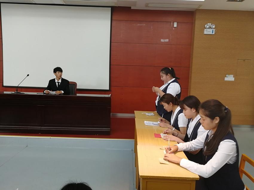 经济与贸易学院辩论协会开展 辩论表演赛 活动